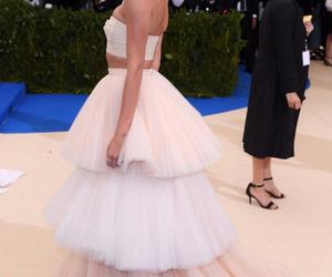hailey baldwin, fashion, and met gala image