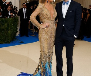 fashion, blake lively, and ryan reynolds image
