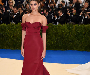 model, taylor hill, and met gala image