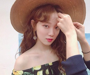 lee sung kyung and korean model image