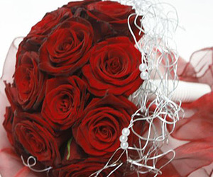 romantic flowers, flower delivery london, and christmas proposals image