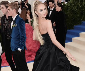candice swanpoel and met gala image