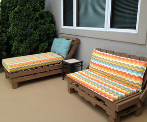daybed, pallet daybed, and diy pallet daybed image