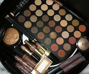 makeup, eyeshadow, and highlighter image