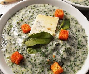 gorgonzola and baby spinach image