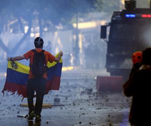 venezuela, police, and sosvenezuela image