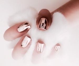 nails and effetto specchio image