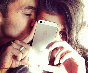 couples, iphone, and kiss image