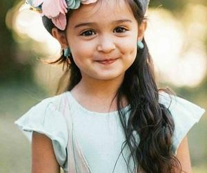 ابتسامة, طفله, and خجل image