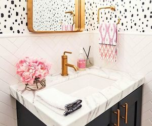 pretty, pop of color, and chic bathroom image
