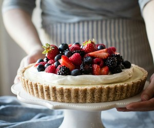 berries and cakes image