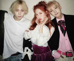 hyuna, hui, and triple h image