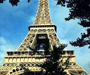 eiffel tower, sunshine, and paris image