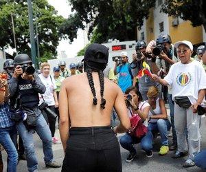 caracas, horror, and venezuela today image