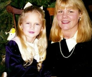 Taylor Swift and mom image
