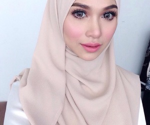 asia, doll, and hijab image
