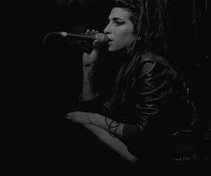 Amy Winehouse, cantante, and hollywood image