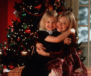 dakota fanning and Elle Fanning image