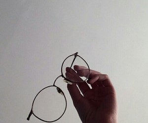 glasses and white image