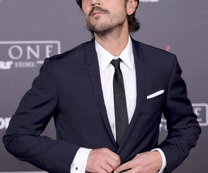 diego luna and rogue one image