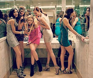 body, Chanel Iman, and dresses image
