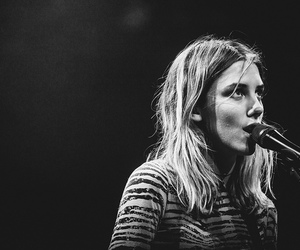 wolf alice and ellie rowsell image