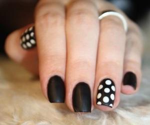 black, white, and uñas image