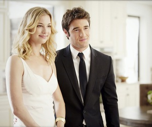 revenge, emily vancamp, and daniel image