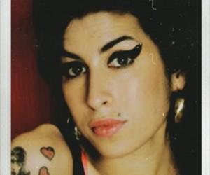 Amy Winehouse, photoshop, and fotografía image