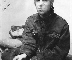 liam gallagher, oasis, and black and white image