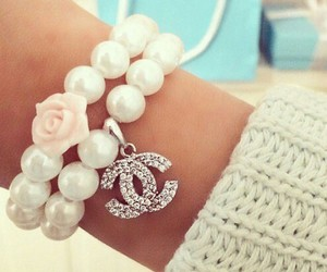 jewellery and pearls image