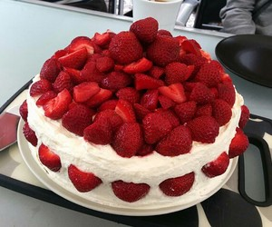 fraise, gâteau, and dessert image