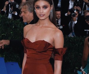 met gala and taylor hill image