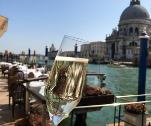 champagne and travel image