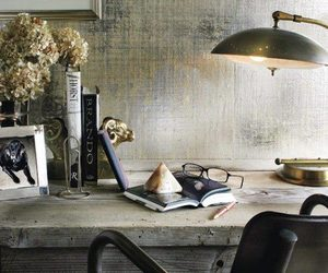 desk and lamp image