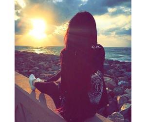 girl and بُنَاتّ image