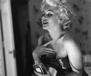Marilyn Monroe, chanel, and black and white image