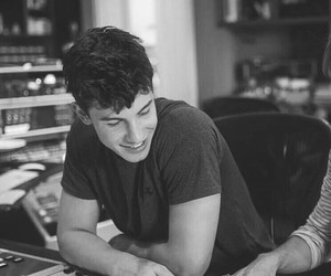 shawn mendes, handsome, and singer image