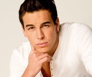 mario casas and boy image