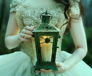 girl, vintage, and lampion image