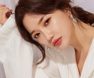 model, chuu, and sung kyung image