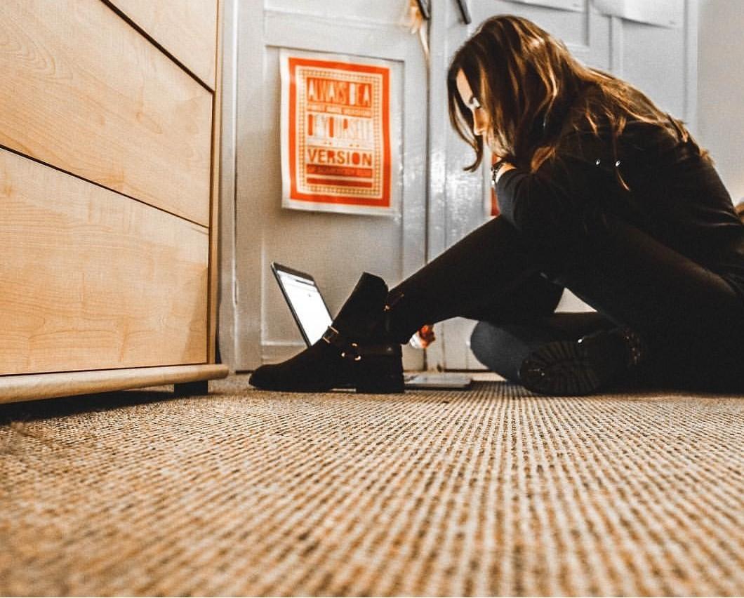 hacker, girl programmer, and macbook image