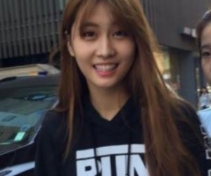 momo, twice, and lq image