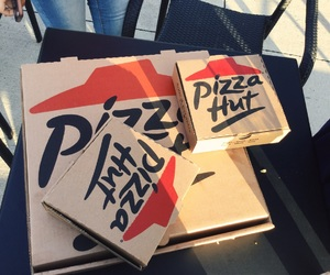 box and pizza image