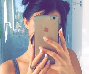 madison beer, iphone, and snapchat image