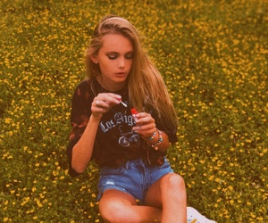 aesthetic, bubbles, and buttercups image