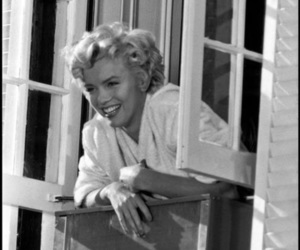 black and white, marylin, and marylin monroe image