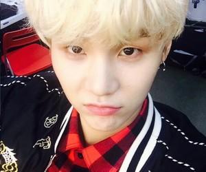k-pop, bias, and handsome image