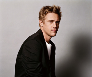 boyd holbrook and narcos image