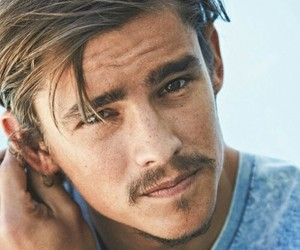actor, freckles, and brenton thwaites image